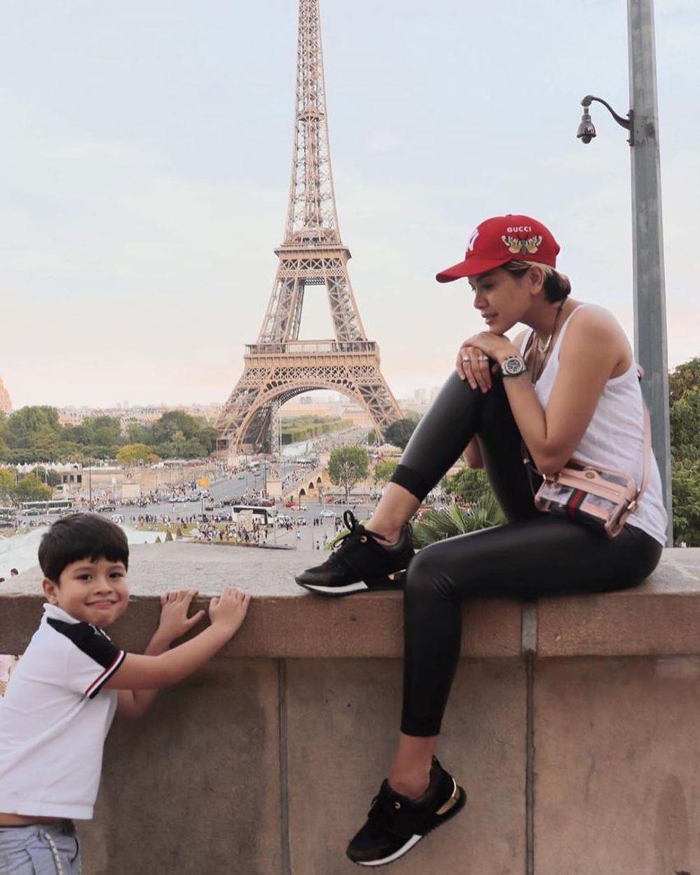Single Parent, 10 Potret Kedekatan Nikita Mirzani dan Anak-anaknya