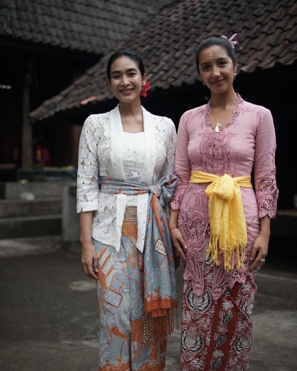 10 Gaya Kebaya Bali ala Happy Salma, Sederhana Tapi Elegan