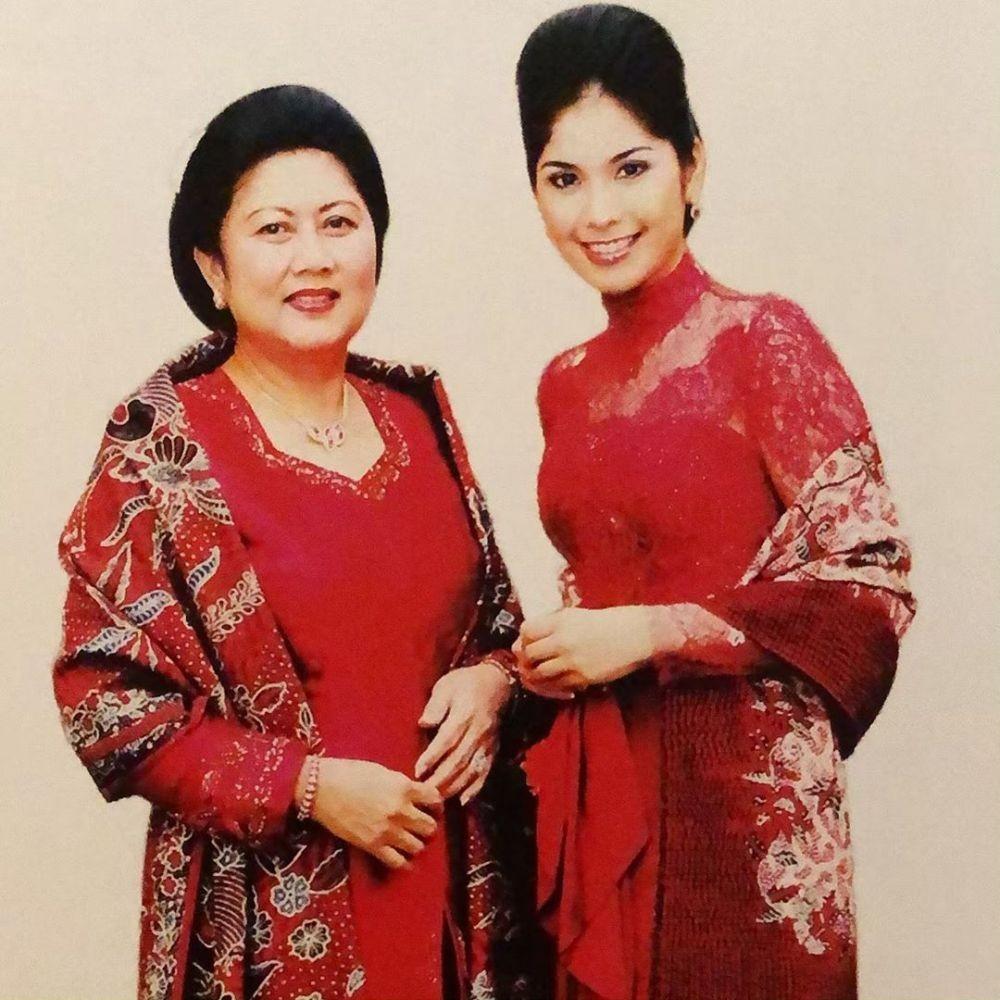 9 Gaya Kebaya Berkelas ala Annisa Yudhoyono, Anggun nan Ningrat!
