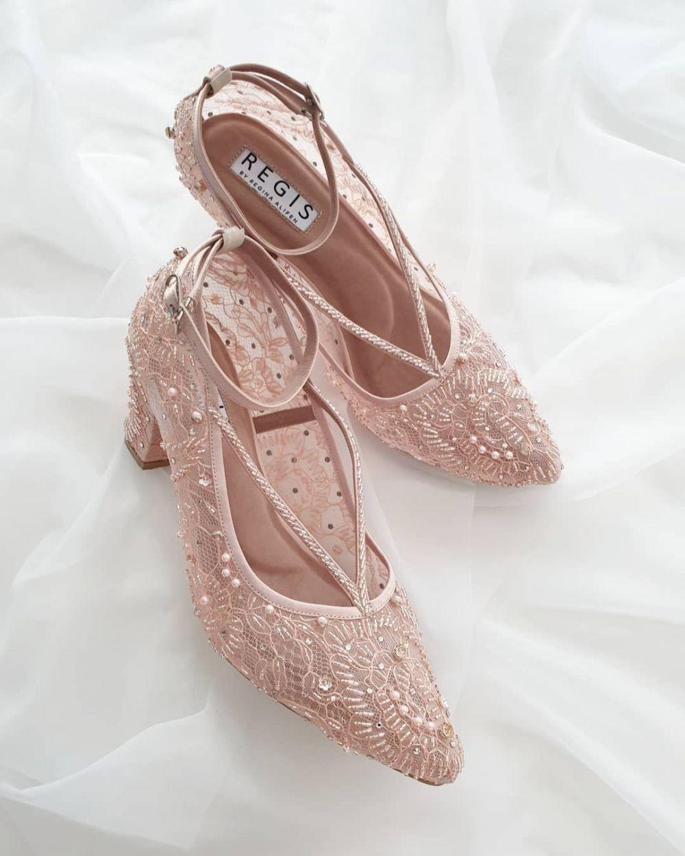 7 Rekomendasi Brand Lokal yang Tawarkan Koleksi Sepatu Pernikahan