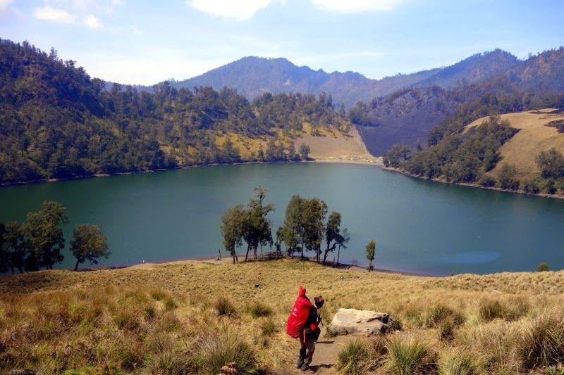 4 Danau Menawan di Sekitar Gunung Semeru yang Bikin Pengin Piknik