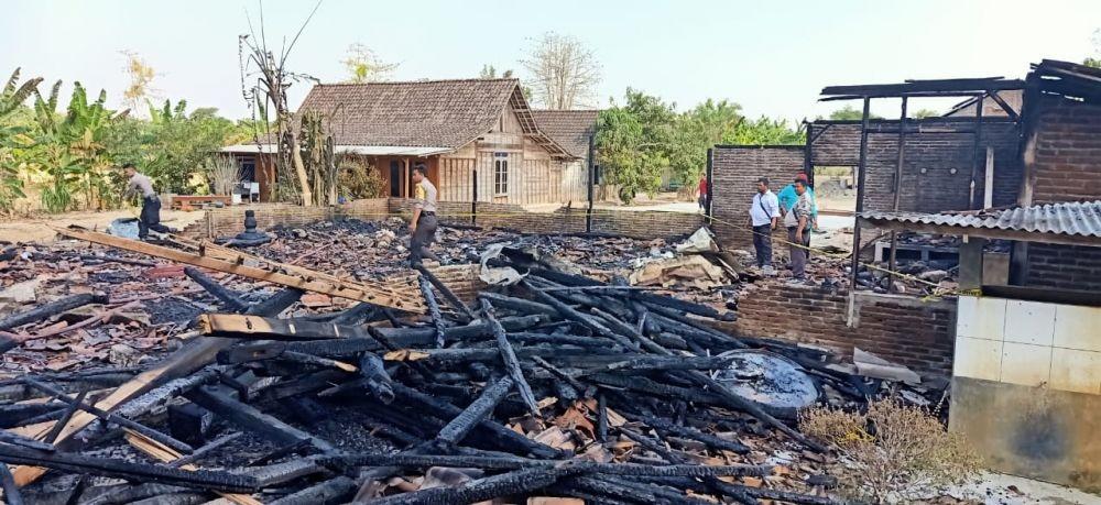Hadiri Pelantikan Anaknya Jadi Kades, Rumah Zaenal Malah Terbakar