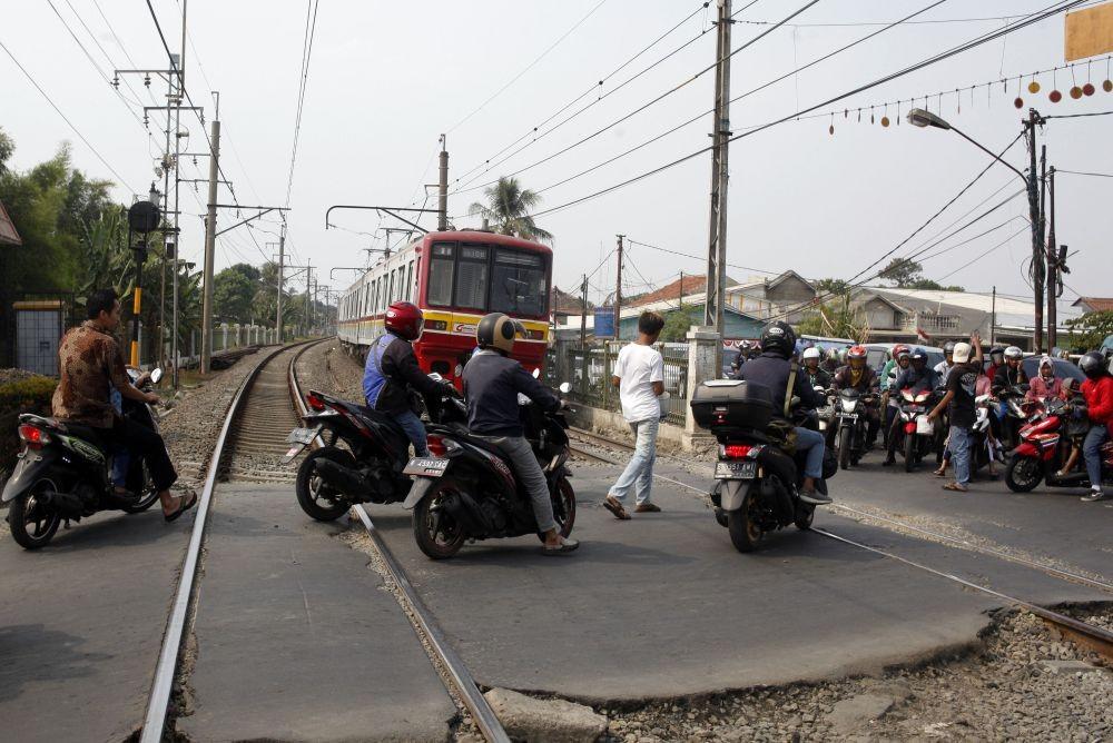 2 Polisi Tewas 1 TNI Hilang, KA Brantas Tabrak Mobil Patroli di Sragen