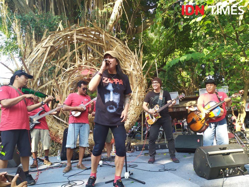 Penyanyi Roy Jeconiah Mendadak Manggung Bareng Grup Keroncong