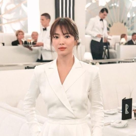 Tak Peduli Usia, 10 Pesona Song Hye Kyo di New York Fashion Week