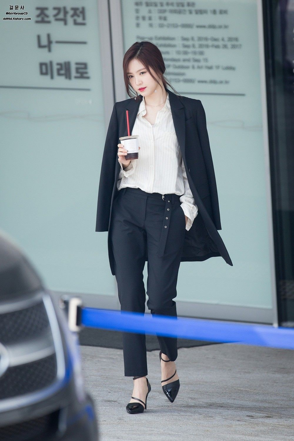 10 Gaya Office Look Modis ala Idol KPop, Stylish Saat Tampil Formal