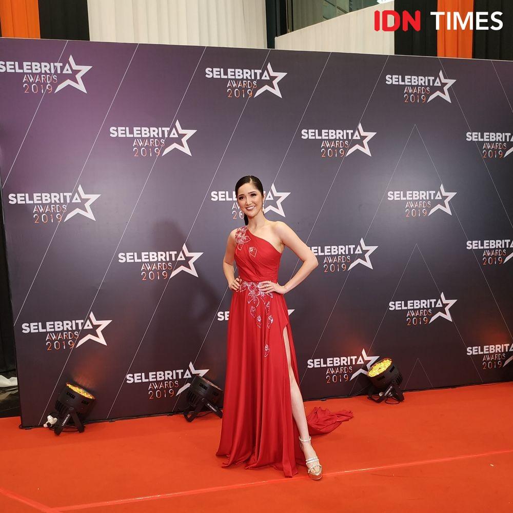 10 Pesona Artis Tanah Air di Red Carpet Selebrita Awards 2019, Mewah!