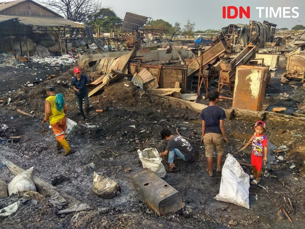 Kebakaran Hebat Dekat Bandara Soetta karena Bakar Sampah Sembarangan