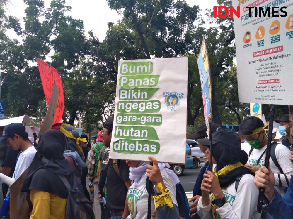 [FOTO] Aksi #ClimateStrike di Jakarta Ingatkan Darurat Krisis Iklim