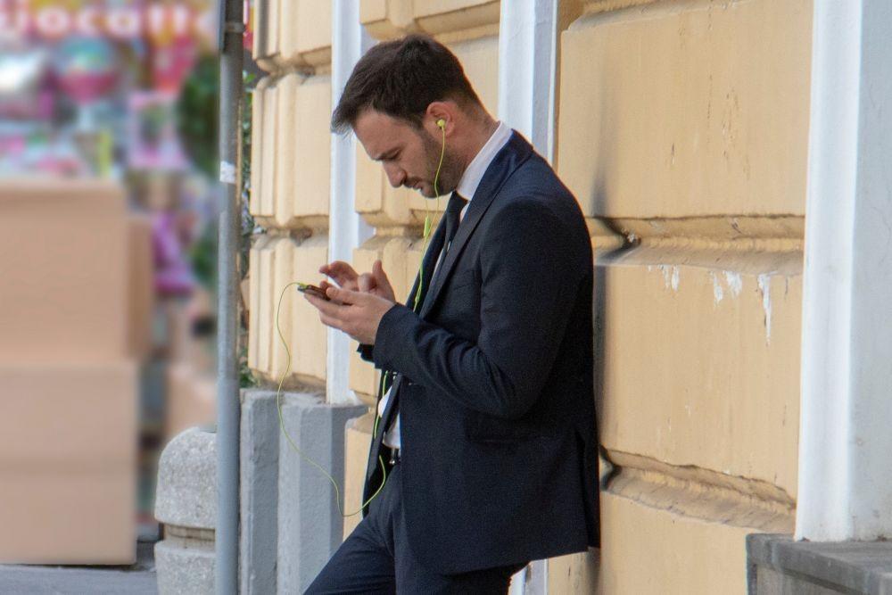 5 Hal Tidak Profesional yang Sering Dilakukan Millennial di Kantor
