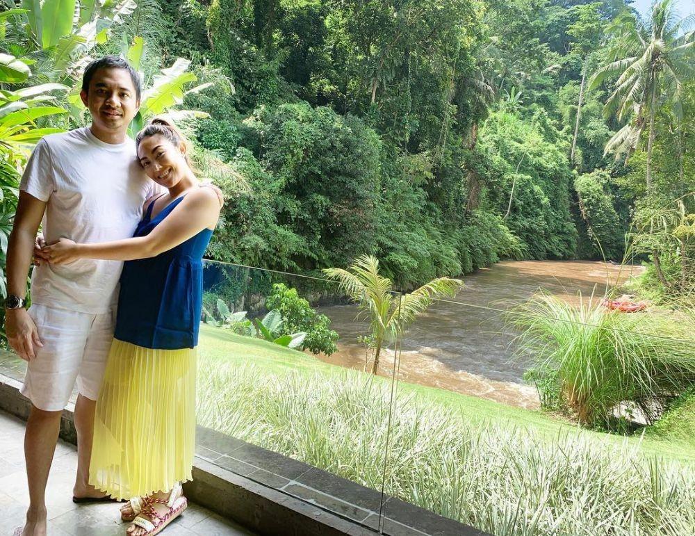Melahirkan Anak Ketiga, 10 Potret Haru Perjalanan Hamil Ayu Dewi