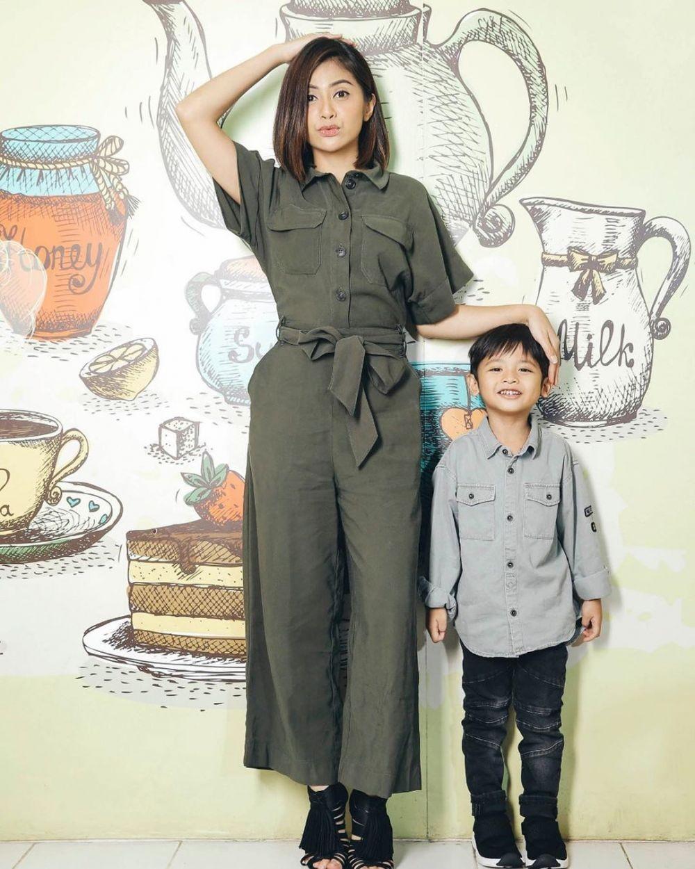 Wanita Super Tangguh! 10 Single Mom Artis Ini Inspiratif Banget