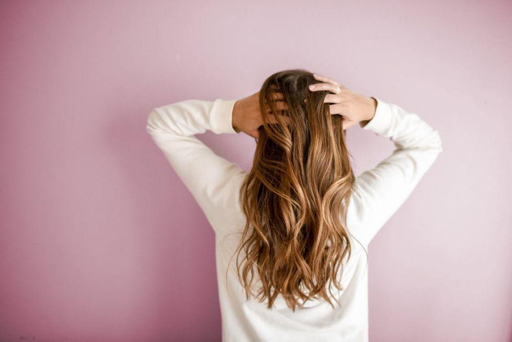 Ini 7 Cara Simpel Atasi Rambut Mengembang seperti Singa