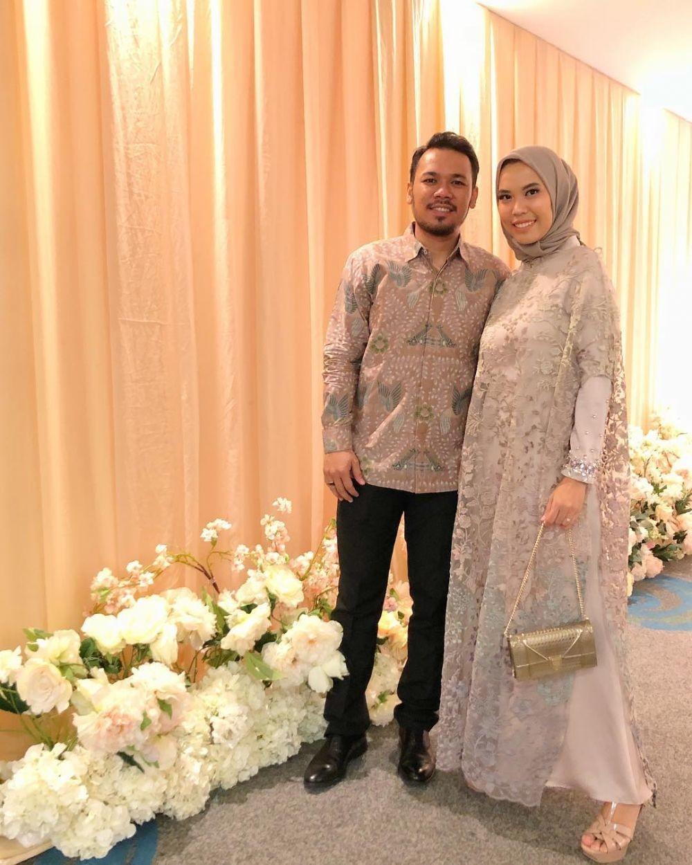 Padu Padan Blouse & Tunik Warna Pastel dengan Hijab buat Kondangan