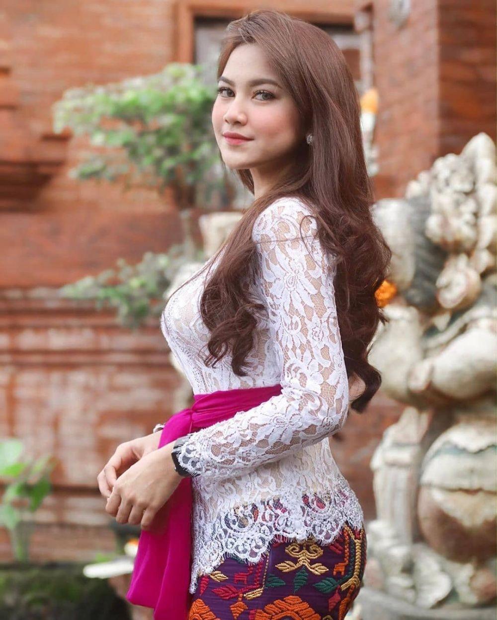 10 Pesona Mahalini Raharja, Dokter Gigi yang Ikut Indonesian Idol