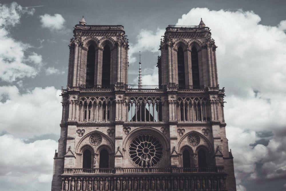 Terbukti Coba Serang Katedral Notre-Dame, 5 Perempuan Dipenjara