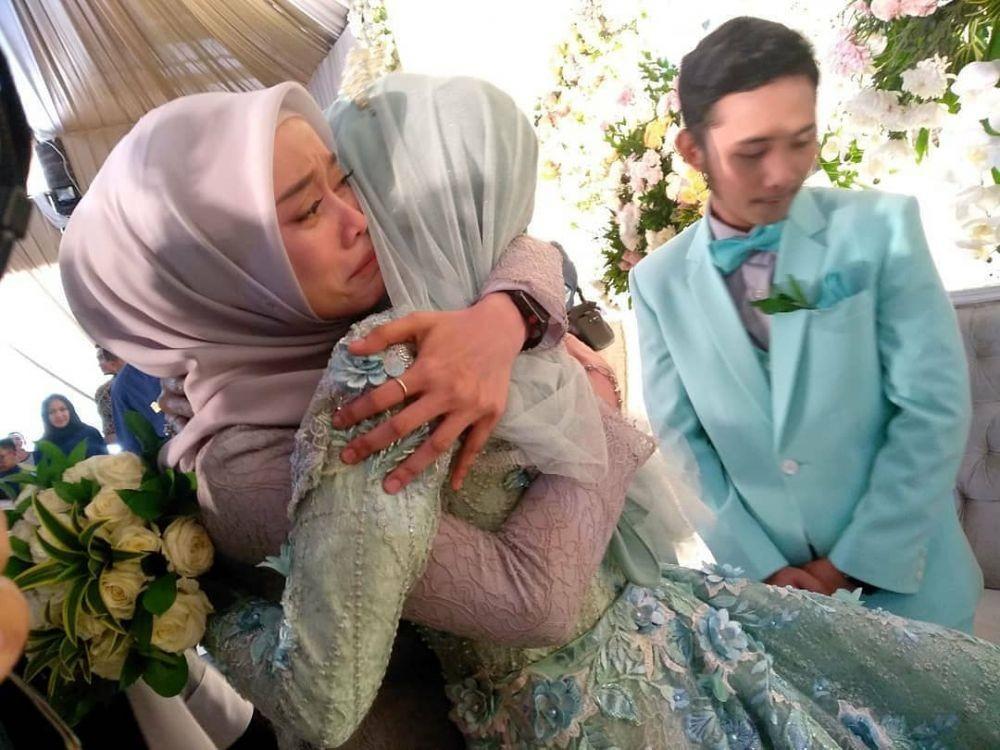 Sah! 10 Momen Pernikahan Musisi Dangdut Rafly Gowa & Ega Noviantika