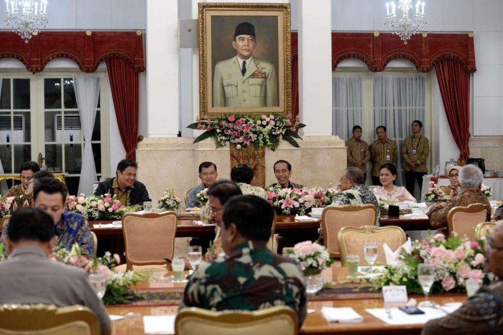 Pesan Terselubung Postingan Jokowi soal Kapan Nama Menteri Diumumkan