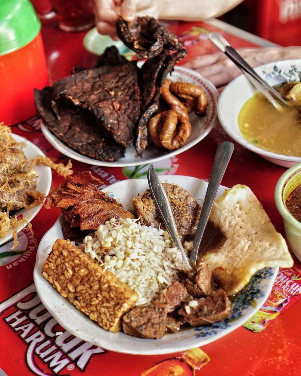 15 Wisata Kuliner Surabaya yang Paling Hits, Food Hunter Wajib Cobain!