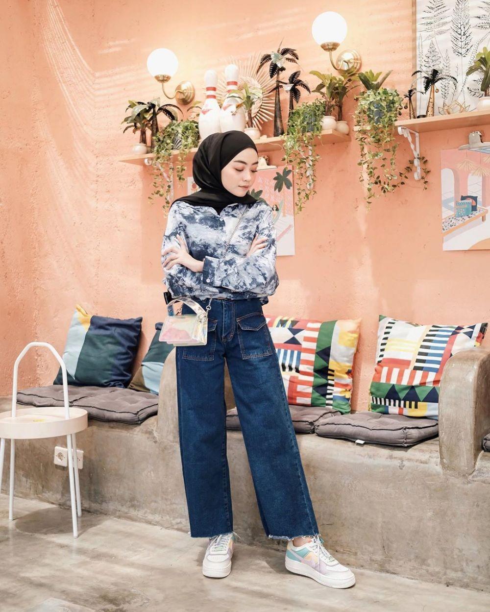 10 Inspirasi Style Hijab dengan Kemeja untuk Hangout hingga Kuliah