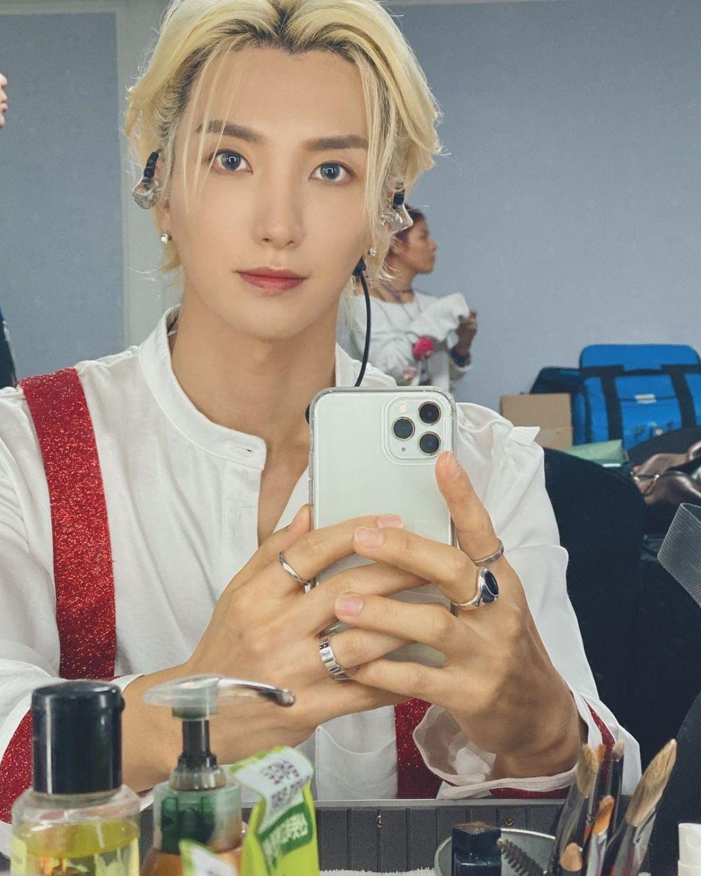 10 Pesona Leeteuk Super Junior Makin Cool dengan Rambut Panjangnya
