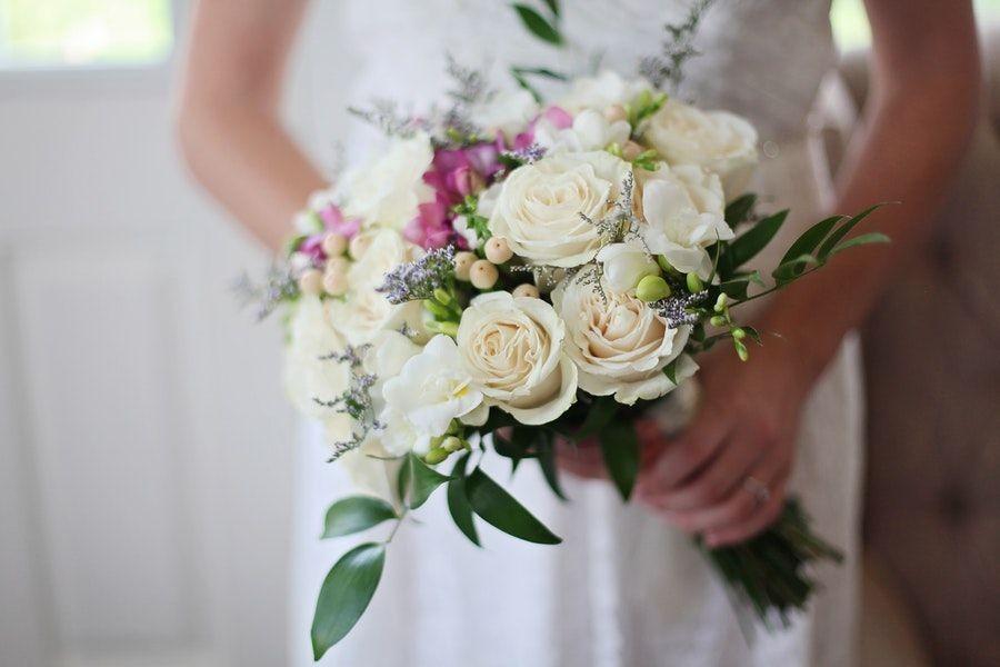 10 Mitos Acara Pernikahan yang Sebenarnya Boleh Dilanggar, Gak Wajib!