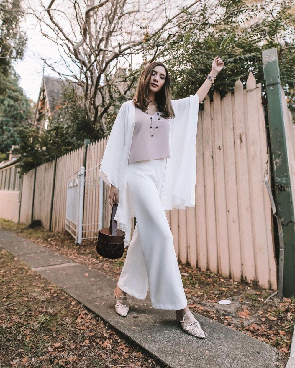 10 Ide Gaya Kondangan Stylish dengan Bawahan Celana, Anti Ribet!