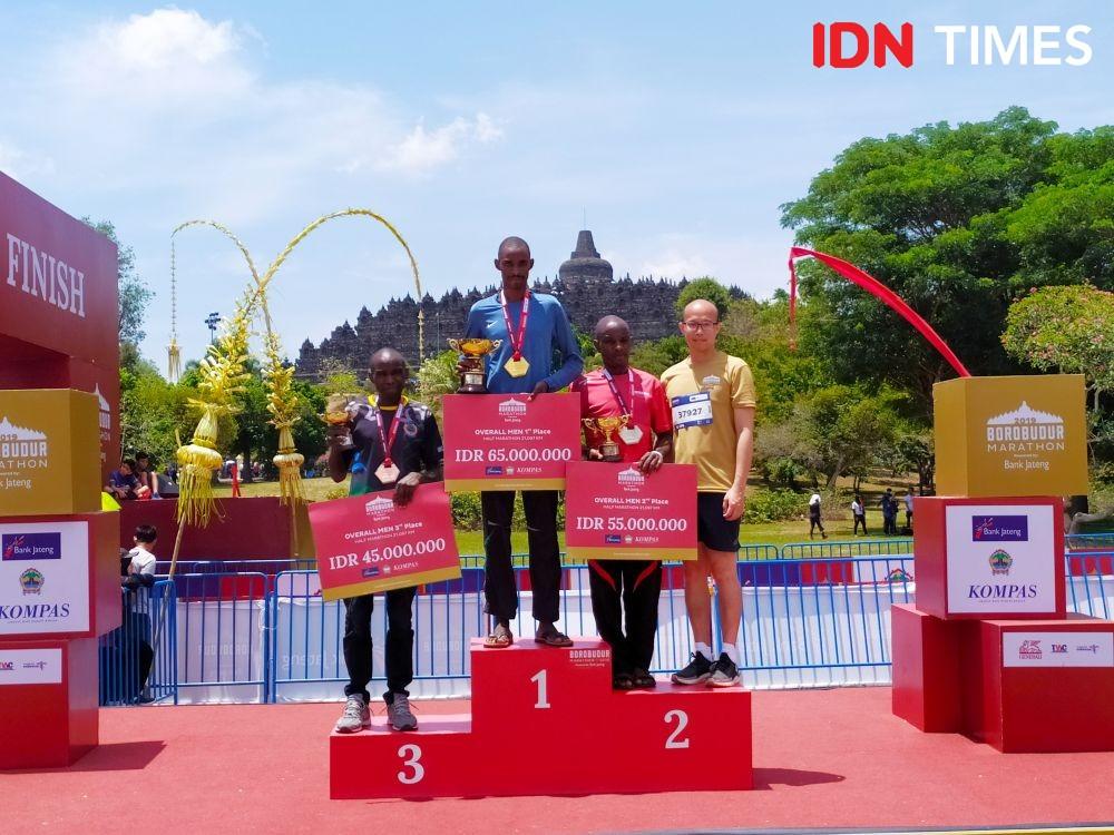 [FOTO] Pelari Kenya Sapu Bersih Juara di Borobudur Marathon 2019