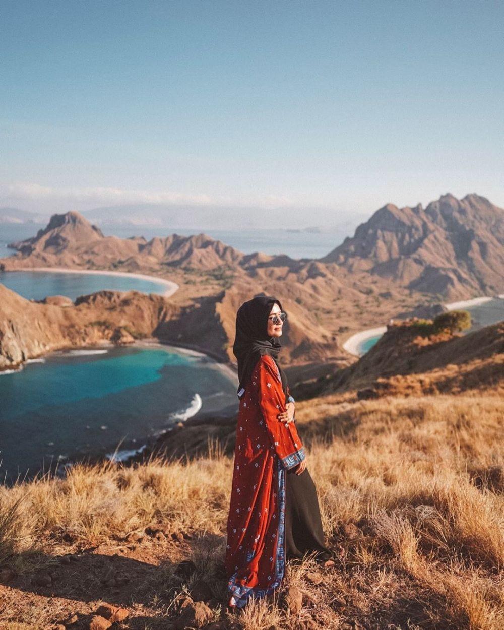 10 Destinasi Wisata ala Mega Iskanti di NTT, Cocok buat Hijab Traveler
