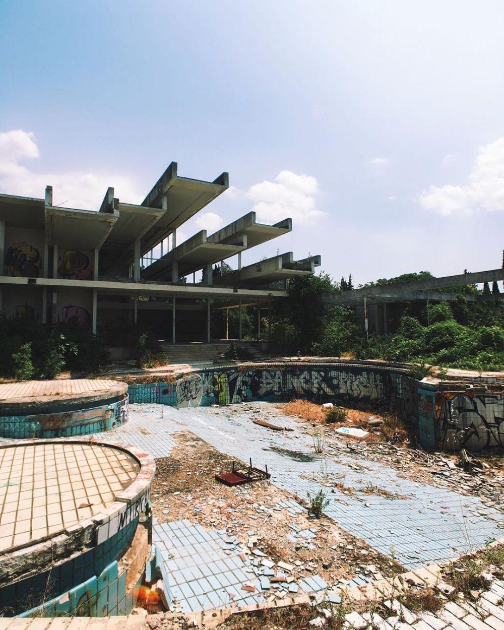 Terlihat Menyeramkan, 10 Hotel Tak Terurus dan Kisah di Baliknya