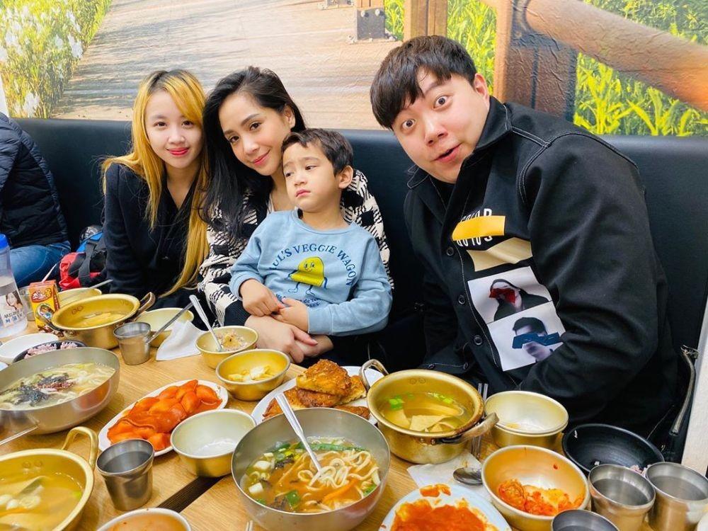 Makin Mesra, 10 Potret Liburan Raffi dan Gigi di Korea Selatan