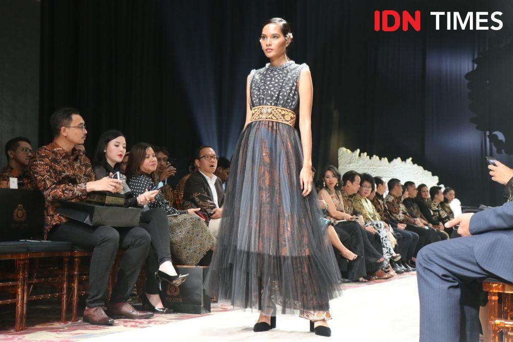 Koleksi Batik Terkini Iwan Tirta Private Collection, Elok nan Memikat