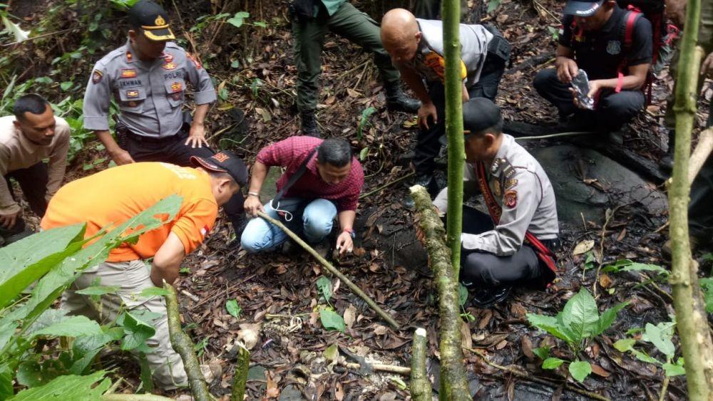 Geger! Warga Temukan Kerangka Tulang Manusia di Hutan Cisarua KBB
