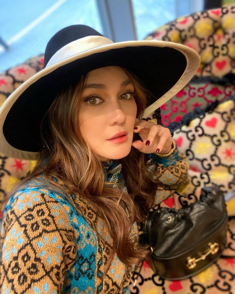 Fashionable Abis, 9 Potret Luna Maya di Acara Gucci Jepang