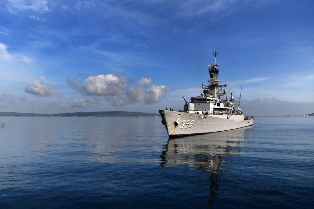 13 Potret Gagah KRI Usman Harun di Perairan Timor Leste
