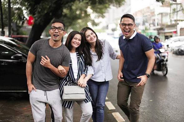 Dampingi Naik Pelaminan, 10 Persahabatan Cut Tari dan Indra Herlambang