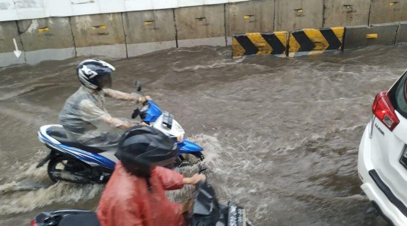 Hujan Deras Guyur DKI Jakarta: 7 RT dan 15 Titik Tergenang Air