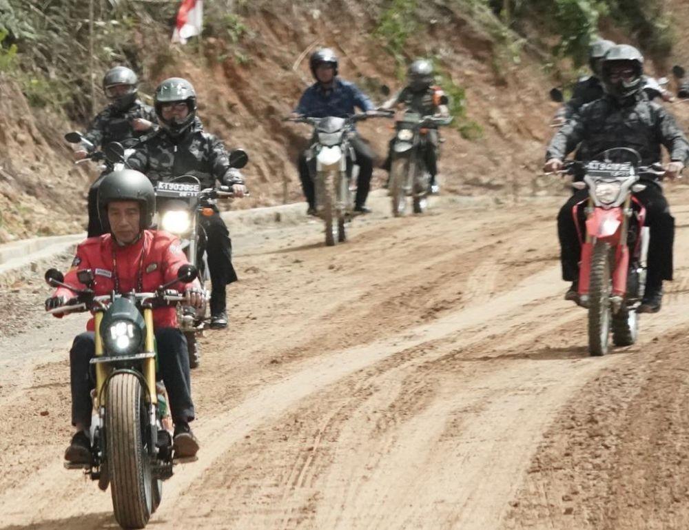 [FOTO] Tinjau Perbatasan Kalimantan Utara, Jokowi Naik Moge Kesayangan