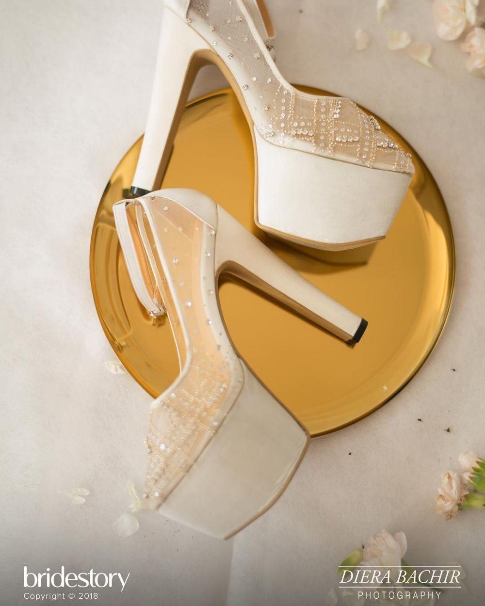 Bak Cinderella, 10 Sepatu Pernikahan Artis yang Paling Memukau