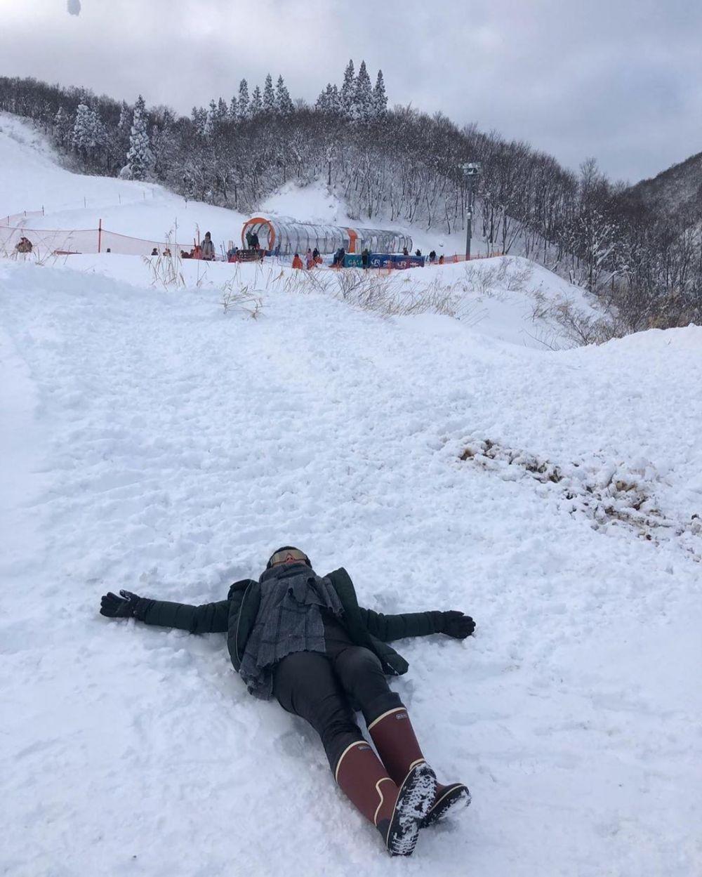 Nikmati Salju, 10 Potret Liburan Berkelas ala Zaskia Gotik di Jepang