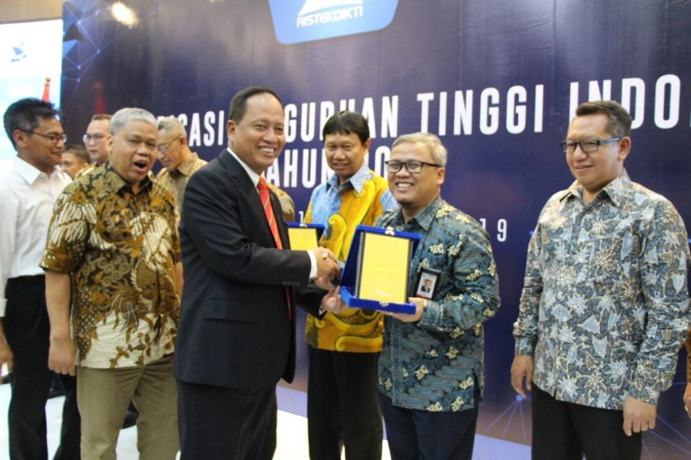 Tel-U Wins PTS Number 1 in Indonesia from Kemenristekdikti