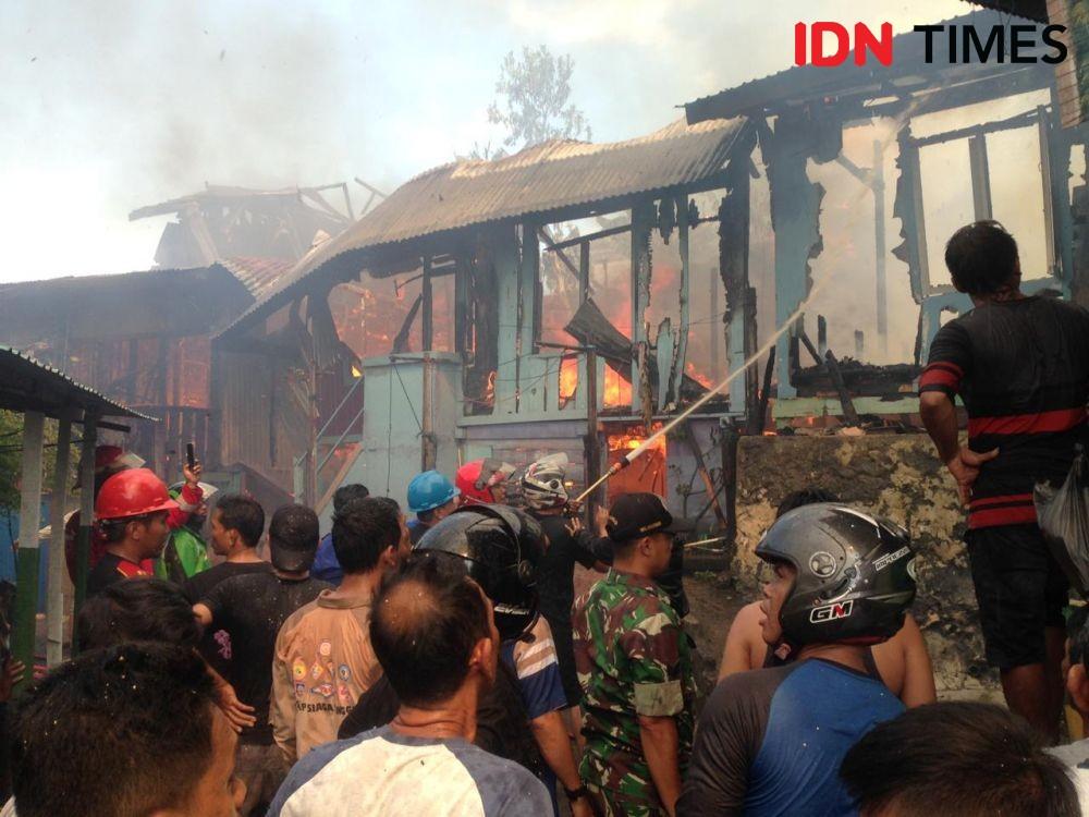 Enam Rumah di Belakang Apartemen Pertamina Balikpapan Kebakaran