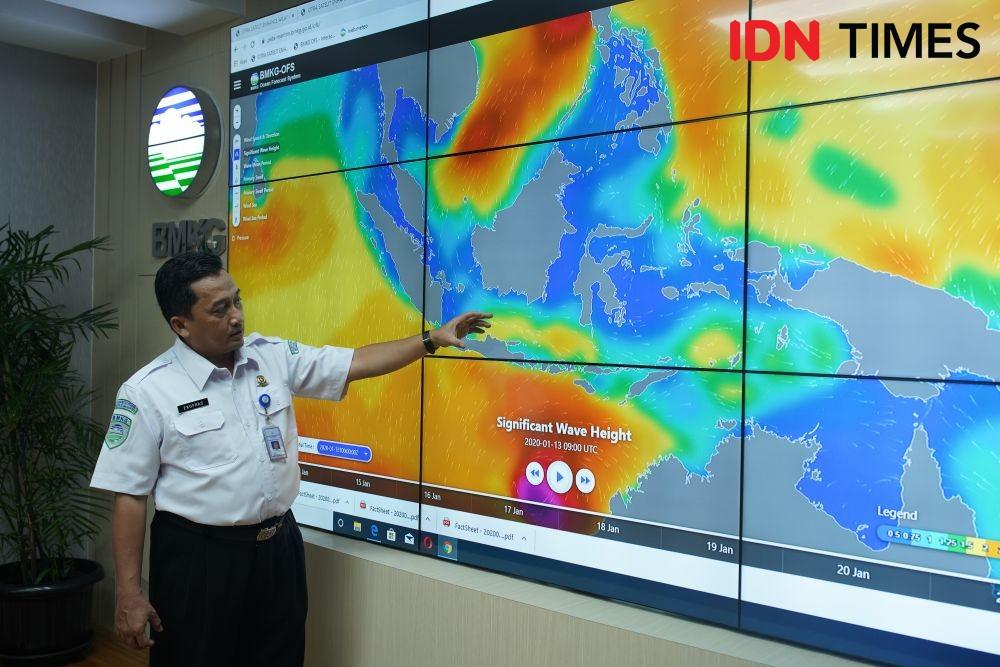 Waspada, Jakarta akan Diguyur Hujan Angin dan Petir Hingga Kamis