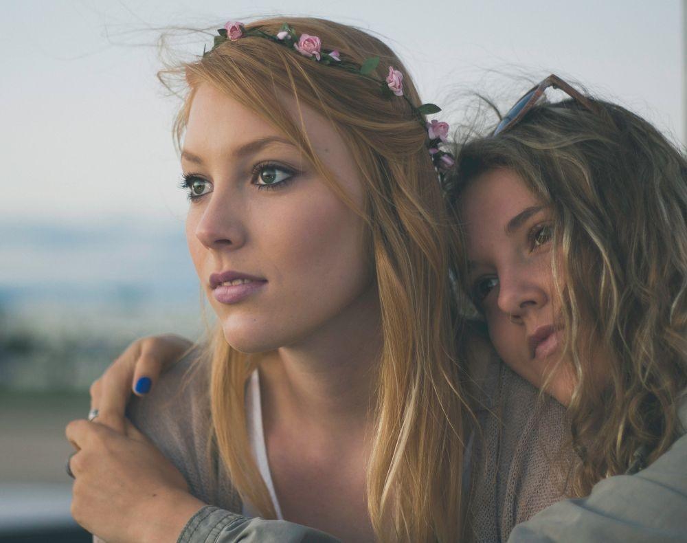 Sahabatmu Sedang Berduka? Lakukan 8 Cara Ini untuk Menghiburnya