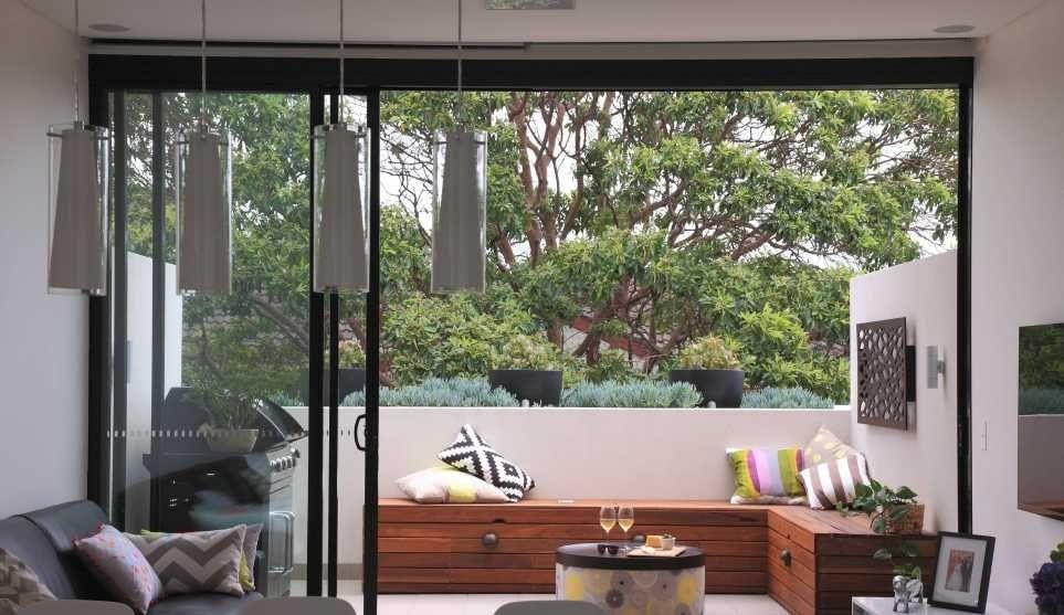 Ide Balkon Ruang Terbatas yang Nyaman untuk Bersantai, Udara Pun Segar