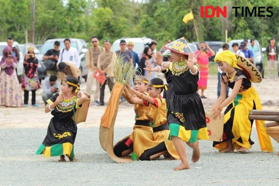 Mengenal Joget Gong, Tarian Asli Suku Anak Rawa Penyengat Siak Riau