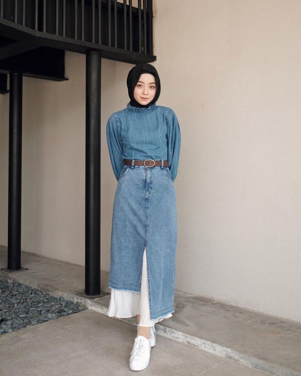 10 Ide OOTD Hijab dengan Sneakers, Gaya Kece yang Bisa Kamu Coba