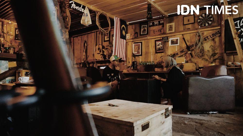 Melipir ke Blackwood Coffeehouse, Kafe Cozy di Tengah Hutan