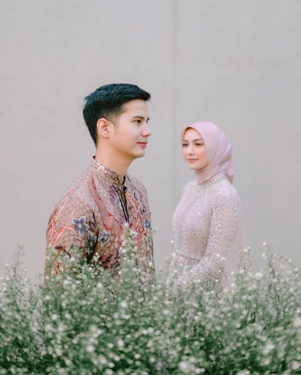 9 Style Hijab & Makeup Lamaran Mega Iskanti, Anggun dan Menawan Sekali