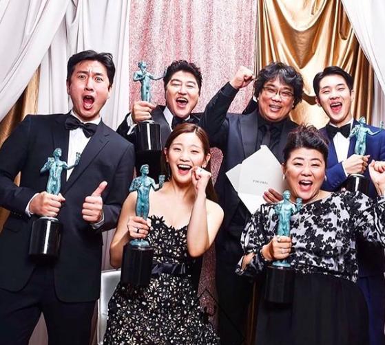 10 Momen Kompak Pemeran Parasite di Ajang Penghargaan, Bak Keluarga!